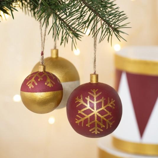 Weihnachtsschmuck, Kugel aus hellem Holz, Ø 4,8 cm ...