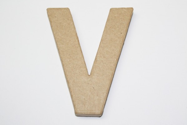 Buchstabe V, 10 x 1 cm, aus Pappmachè